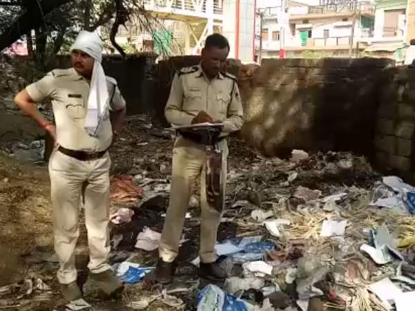 10 days old child alive Buried found in Gwalior