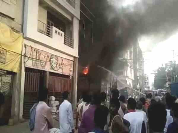 fire breaks out in a building in collectorganj, people rescued