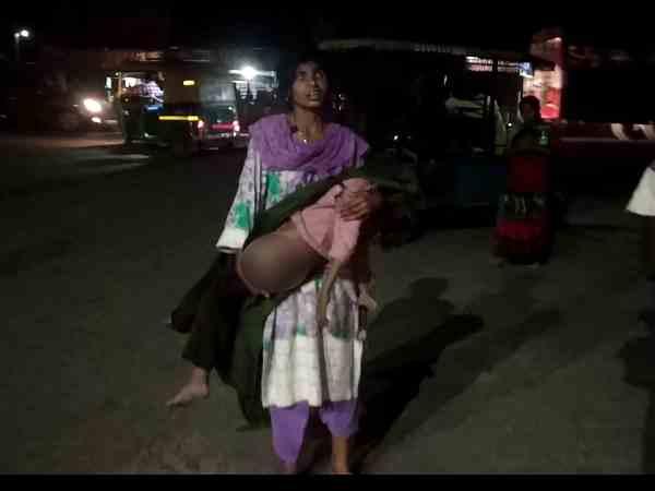 बेटे की लाश को लेकर मां अस्पताल के चक्कर लगाती रही, घर जाने के लिए नहीं थे पैसे
