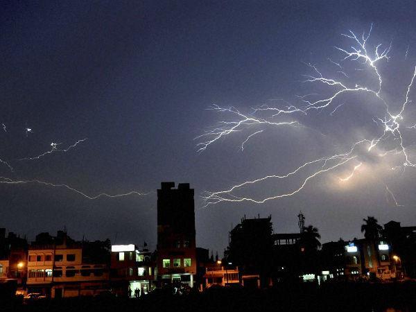 मोदी की सुनामी के बाद दिल्ली-NCR में आंधी-तूफान, दक्षिण भारत में भी मौसम बिगड़ा