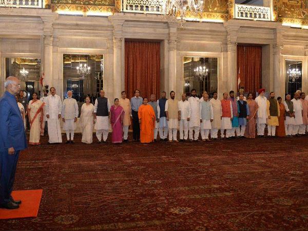 मोदी कैबिनेट के इस्तीफे के बाद राष्ट्रपति ने किया डिनर का आयोजन, PM समेत सभी मंत्री हुए शामिल