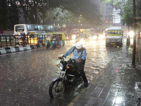 दिल्ली में फिर करवट ले सकता है मौसम, आंधी-तूफान के साथ बारिश की आंशका