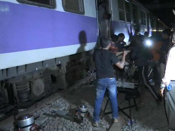 कुर्ला रेलवे स्टेशन पर मुंबई लोकल का डिब्बा पटरी से उतरा