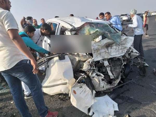 गुजरात के भावनगर में दो कारों की जबरदस्त भिडंत, एक ही परिवार के चार लोगों की मौत