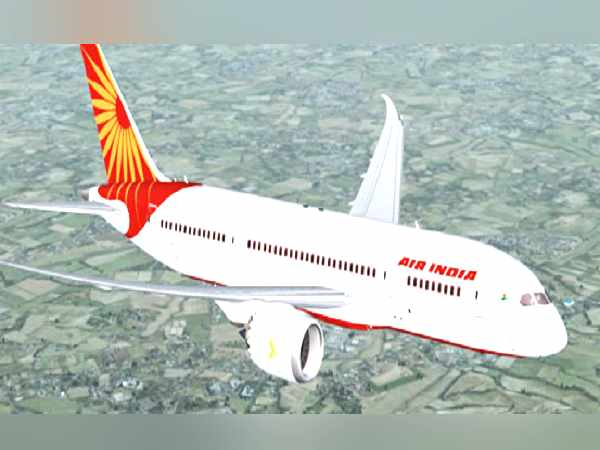 137 यात्रियों को लेकर दिल्ली से मस्कट जा रहा था जहाज, गुजरात में वायुसेना के ठिकाने पर पड़ा उतारना