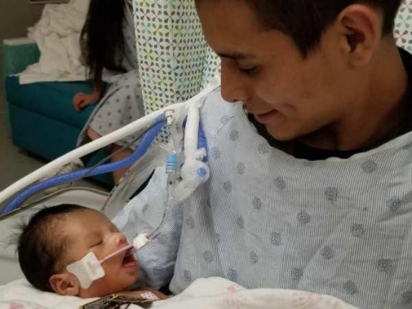 गर्भवती महिला की हत्या के बाद गर्भाशय काटकर निकाला गया बच्चा, पिता की गोद में ले रहा सांसें