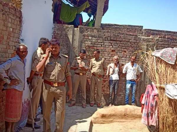 woman self immolation with her daughters in barabanki