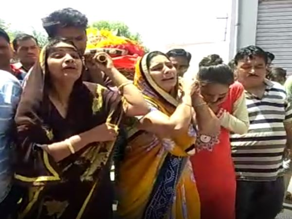 Daughters Perform last Rites of Their mother in Ajmer