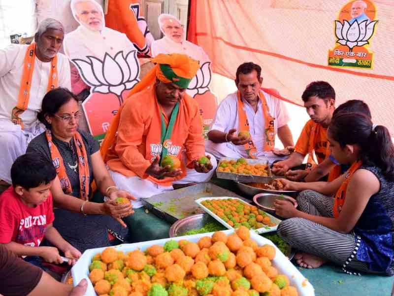 Election Result 2019: राजस्थान में BJP फिर कर रही कांग्रेस का सूपड़ा साफ, मोदी भक्तों ने कल ही बना लिए लड्डू