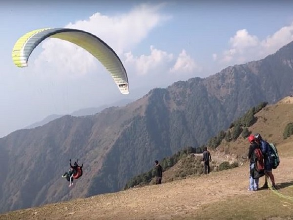 manali: 24 year old of punjab dies in paragliding accident