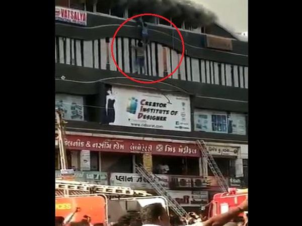VIDEO: आग में घिरे बच्चों को बचाने के लिए जान पर खेल गया ये युवक, कई छात्रों को निकाला बाहर