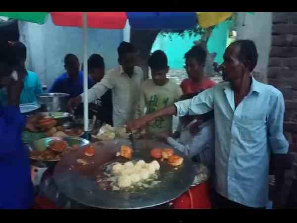 PM मोदी की जीत पर चाट वाले ने सबको खिलाई फ्री में चाट, ठेले पर लगी लोगों की भीड़