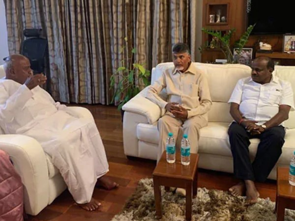 Andhra CM Chandrababu Naidu discussed forging a non BJP alliance after the results with HD Deve Gowda