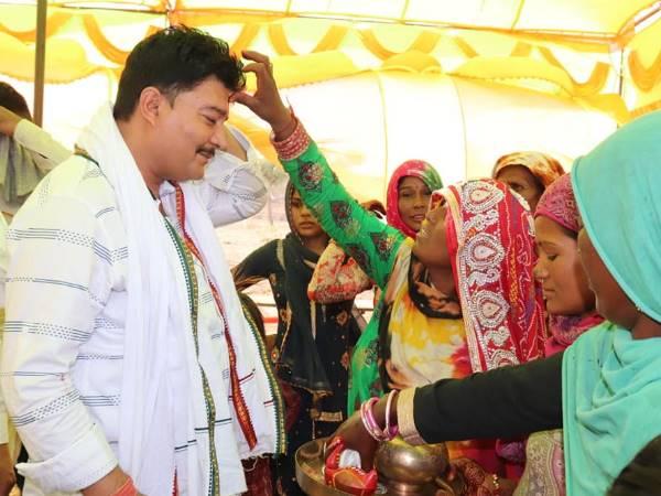 झुग्गी झोपड़ी वाली 'बहन' की लाडो की शादी में व्हाट्सप्प ग्रुप वाले 'भाइयों' ने भरा भात