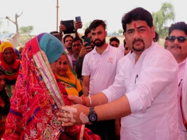 जब Whatsapp पर गरीब दुल्हन का मैसेज देख मदद करने राजस्थान के चूरू कई लोग