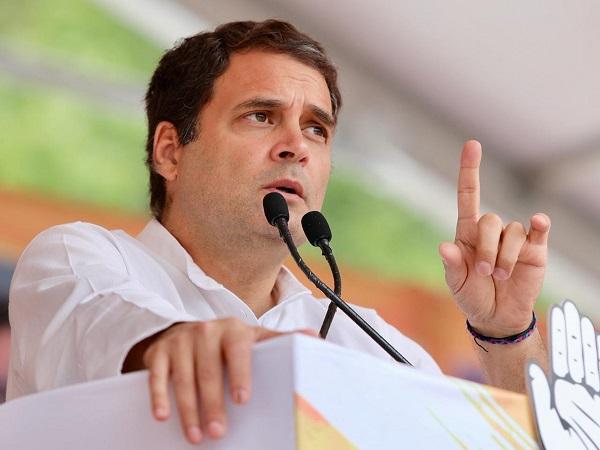 राहुल गांधी ने साधा निशाना, कहा- चुनाव आयोग ने पीएम मोदी के सामने किया सरेंडर