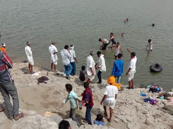 <strong>मध्य प्रदेश : एक ही परिवार के 8 लोग पानी में डूबे, बेटे को बचाने के लिए मां, भाभी, भाई-बहनों की मौत </strong>