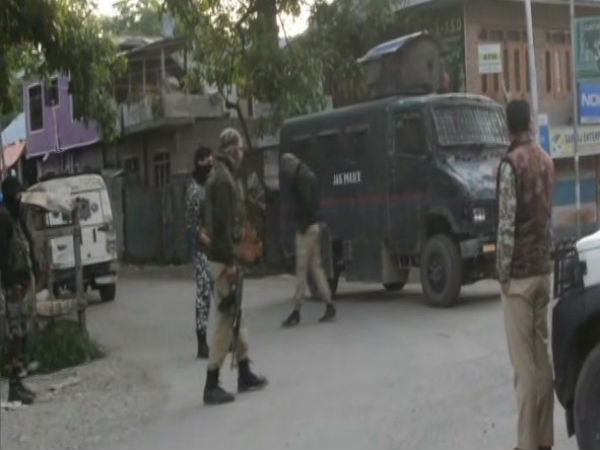 कुलगाम में सुरक्षाबलों और आतंकवादियों के बीच मुठभेड़, एक आतंकी ढेर