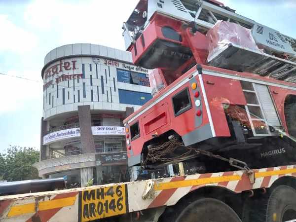 15 दिनों से मुंबई में खड़ी ये महामशीन पहले ही सूरत आ जाती तो नहीं मरते बच्चे, डेढ़ मिनट में पहुंच जाती है 15वीं मंजिल पर