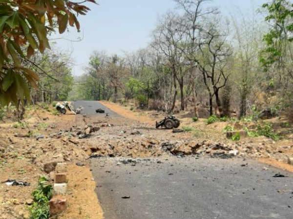 यह भी पढ़ें-गढ़चिरौली में नक्सलियों ने पुलिस की गाड़ी को आईईडी से उड़ाया, 15 जवान शहीद