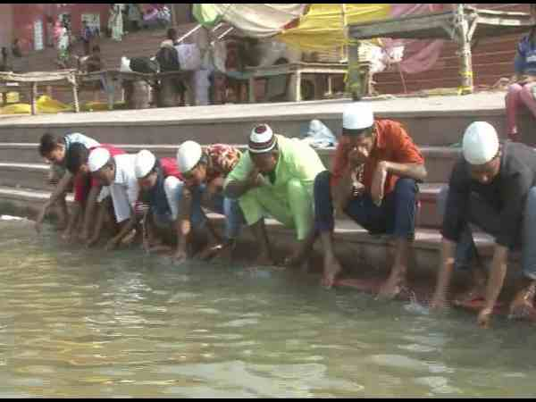 Before namaz muslim brothers come to ganga river