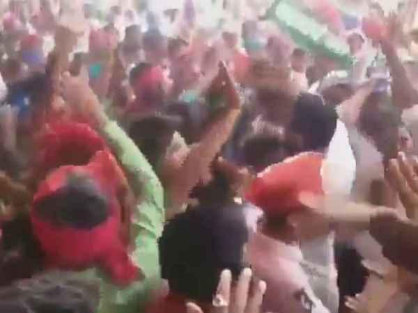 Lok Sabha Elections 2019 clash between akhilesh yadav and mayawati supporters video viral
