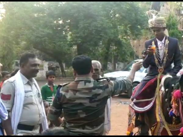 Groom Reached Madiyado Police Station For Gond Baba Blessings