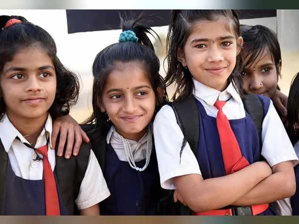 Surat Fire Tragedy : गुजरात के 36000 स्कूलों में फायर सेफ्टी सिस्टम नहीं, इनमें पढ़ते हैं 75 लाख स्टूडेंट