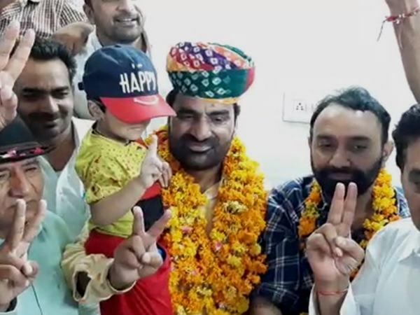 Hanuman Beniwal : राजस्थान का वो विधायक जिसने मौका देखकर मारा चौका और बन गया सांसद