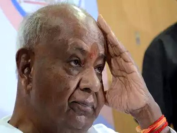 lok sabha election results 2019 Deve Gowda Family Trailing Except one, BJP Leads in Karnataka