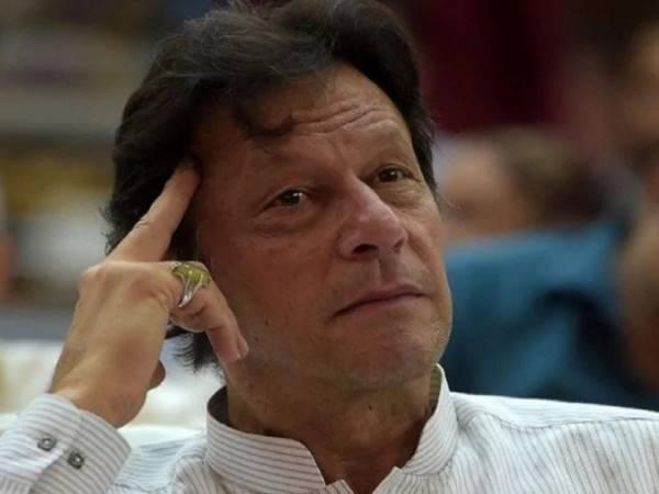 इमरान खान की गलती से कंगाल हुआ पाकिस्तान, पानी में बह गए करोड़ों रुपए