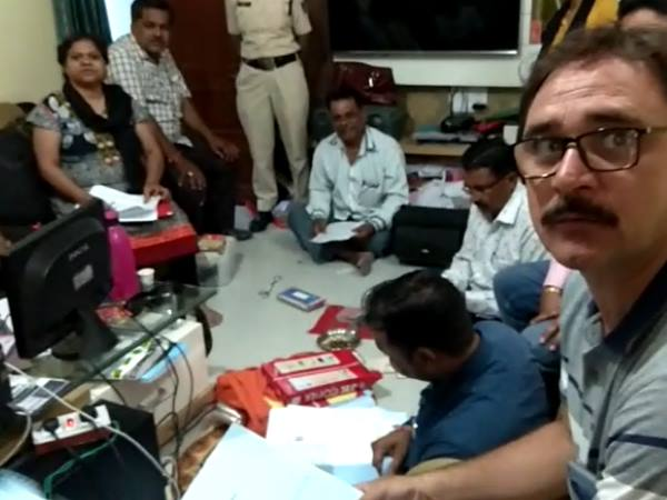 lokayukta raids on commercial tax officer house in indore
