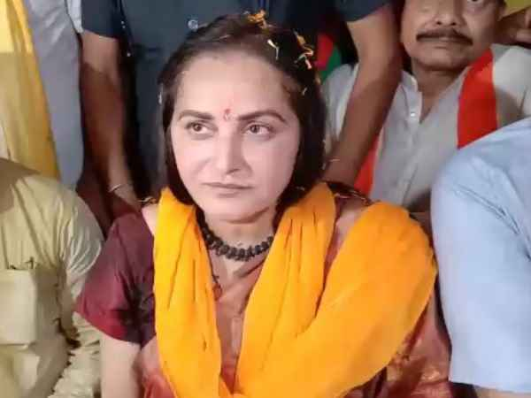 <strong>ये भी पढ़ें- आजम खान पर जया प्रदा का वार, बोलीं- इसके बाद कभी चुनाव लड़ने के काबिल नहीं रहेंगे</strong>