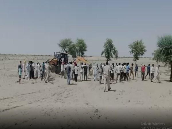 बीवी से इश्क लड़ाने वाले को मारकर कुईं में दफनाया, पर्स व मोबाइल ने खोजा राज