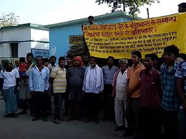 कुशीनगर: गन्ना किसानों ने किया मतदान का बहिष्कार, मान-मनौव्वल में जुटा प्रशासन