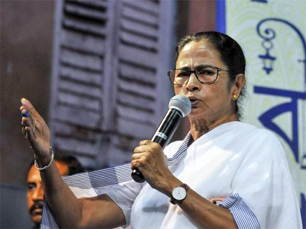 पार्टी की बैठक में ममता बनर्जी ने की इस्तीफे की पेशकश, कहा - सीएम नहीं रहना चाहती