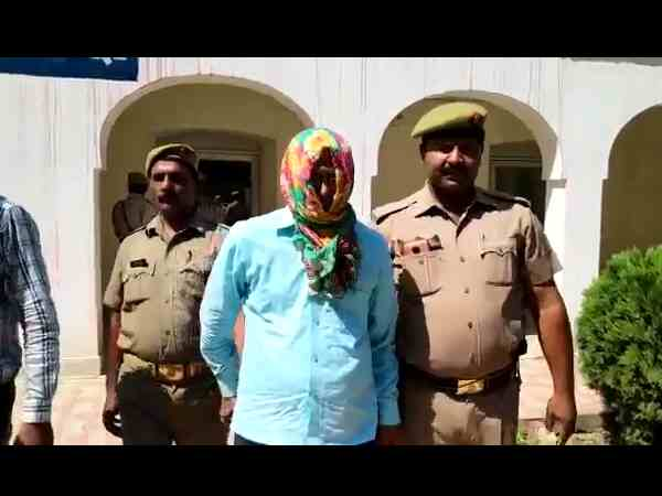 babu with 21 lakh rupees arrested in mid day meal scam