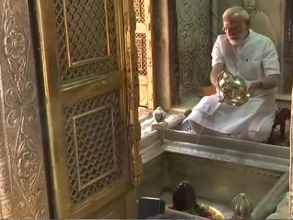 प्रचंड जीत के बाद जनता का आभार जताने काशी पहुंचे पीएम मोदी, काशी विश्वनाथ मंदिर में की पूजा
