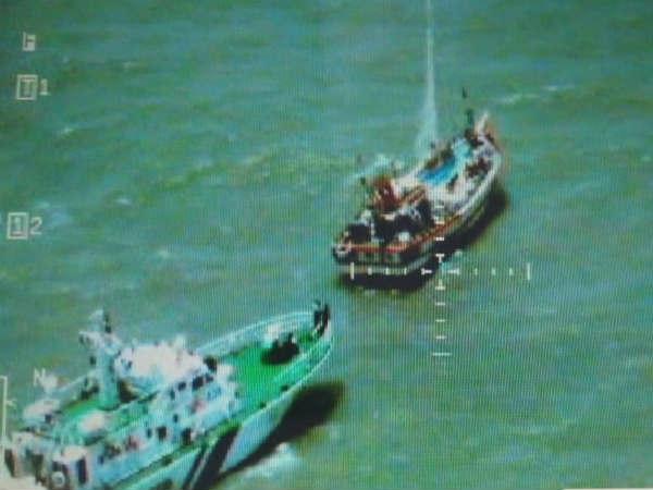 गुजरात में कोस्ट गार्ड ने पकड़ी पाकिस्तान की नाव, 400 करोड़ की ड्रग्स भी बरामद