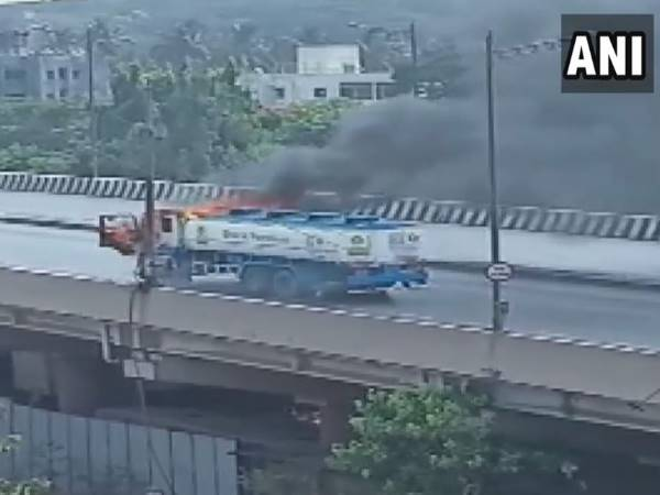 Mumbai: Petrol tanker catches fire at the middle of the road in Goregaon flyover