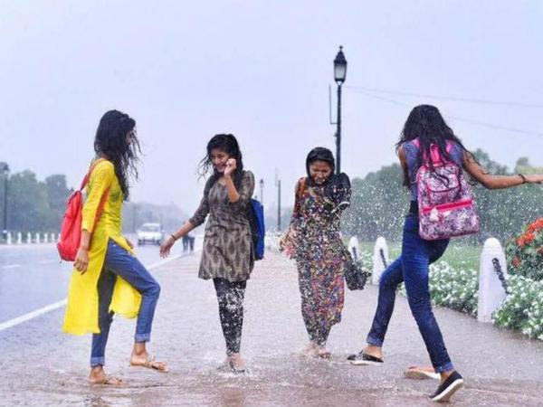 यह पढ़ें: दिल्ली में हुई बारिश, ऑफिस जाने वाले हुए परेशान लेकिन फिजाओं में घुली शरारत, देखें तस्वीरें