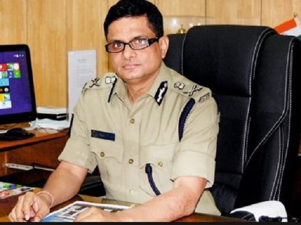 saradha chit fund: former kolkata police commissioner rajeev kumar to submit passport to cbi