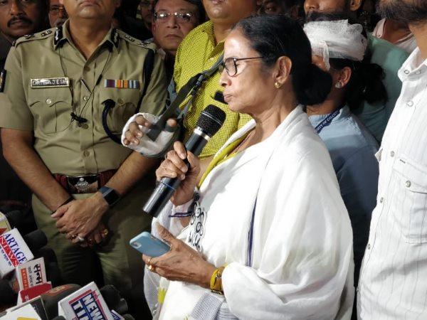 अमित शाह के रोड शो में बवाल, टीएमसी और भाजपा, आज दोनों का विरोध प्रदर्शन