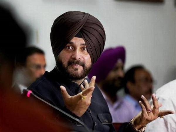 पंजाब कांग्रेस में बढ़ा विवाद: मंत्री ने मांगा सिद्धू का इस्तीफा, कहा- आलाकमान करे कार्रवाई