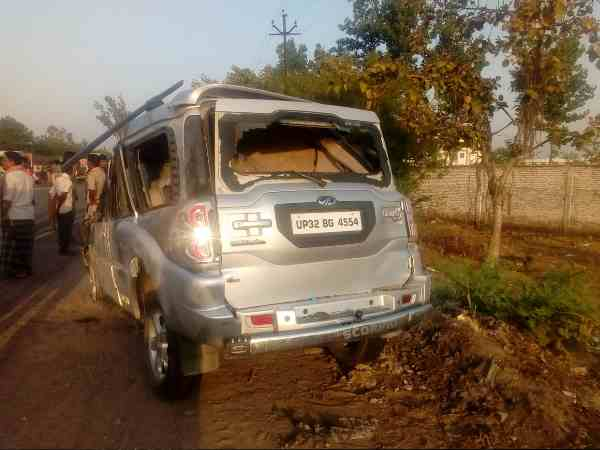 one STF jawan died and five injured after vehicle collides