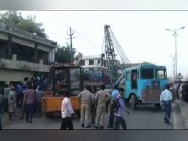 a overloaded truck killed a family at kanpur highway