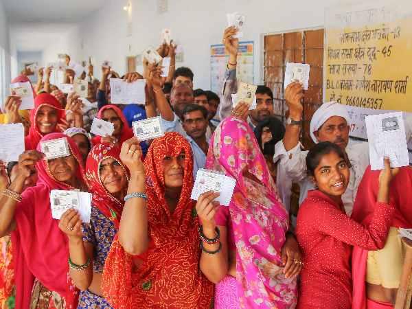 यूपी में  छह दलितों को वोट नहीं  डालने की मिली धमकी, इस तरह से जताया विरोध