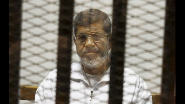 Egypts state TV says the countrys ousted President Mohammed Morsi has collapsed during a court session and died.