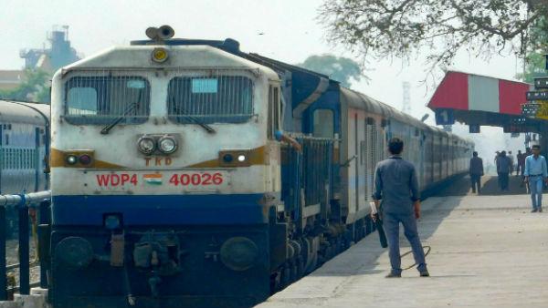 <strong>पढ़ें- इस तरह रेलवे बढ़ाएगी अपनी कमाई, ट्रेन टिकटों को लेकर हो सकता है बड़ा फैसला</strong>