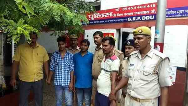 rpf and grp jawans arrested theft gang from platform